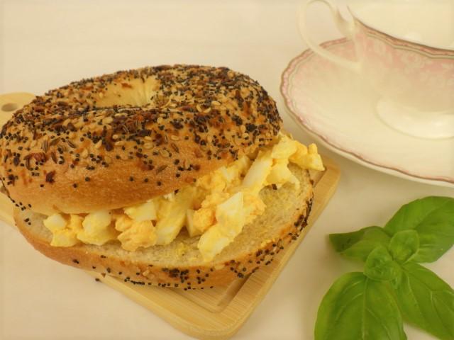 エブリシングベーグルの卵マヨサンド