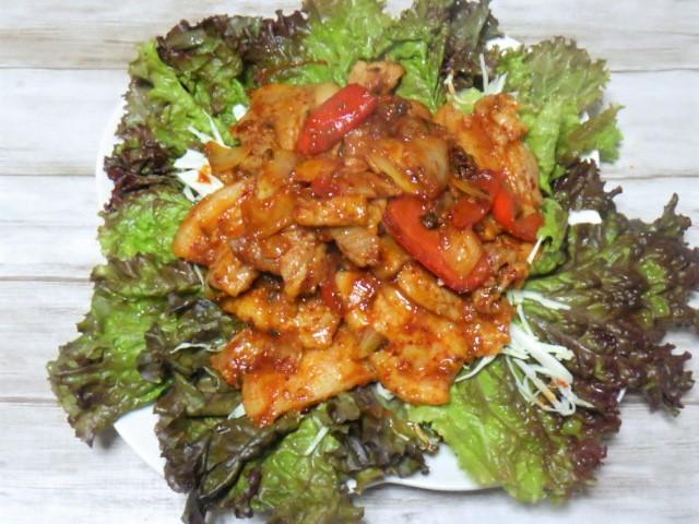 コストコのヤンニョム豚バラ焼肉の盛り付け
