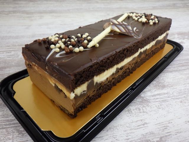 コストコのタキシードケーキを斜めから見た写真