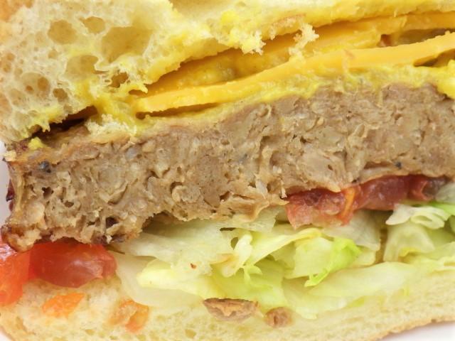 コストコのガーデンバーガーの大豆パティの断面図