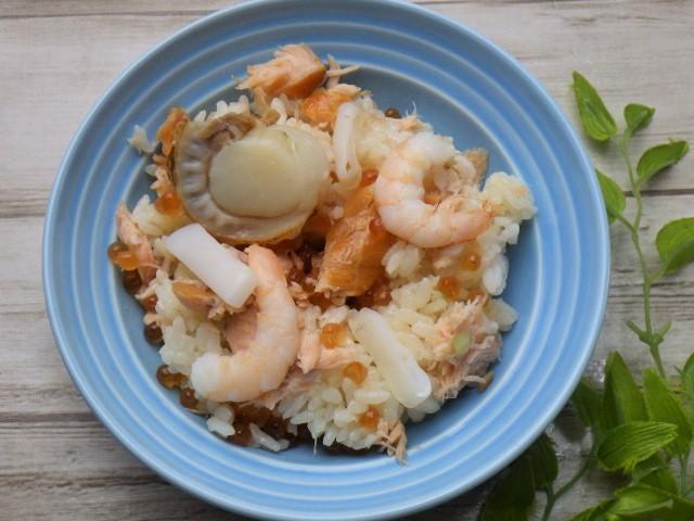 コストコのサーモンいくらちらし寿司に他具材をトッピング