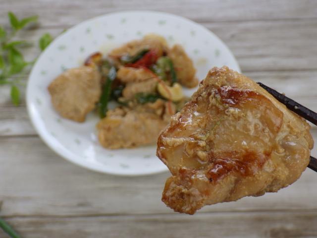 鶏肉カシューナッツ炒めの鶏肉アップ