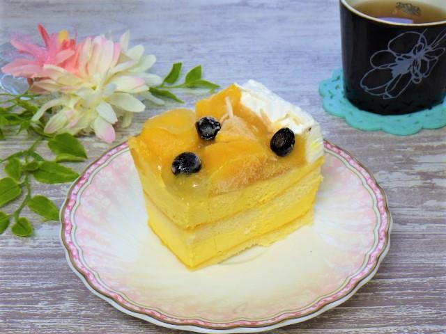 マンゴームーススコップケーキの盛り付け