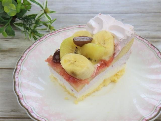 ストロベリーマスカルポーネケーキのフルーツ替え
