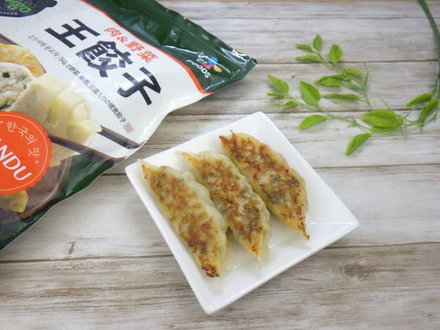 bibigo王餃子の焼餃子とパッケージ