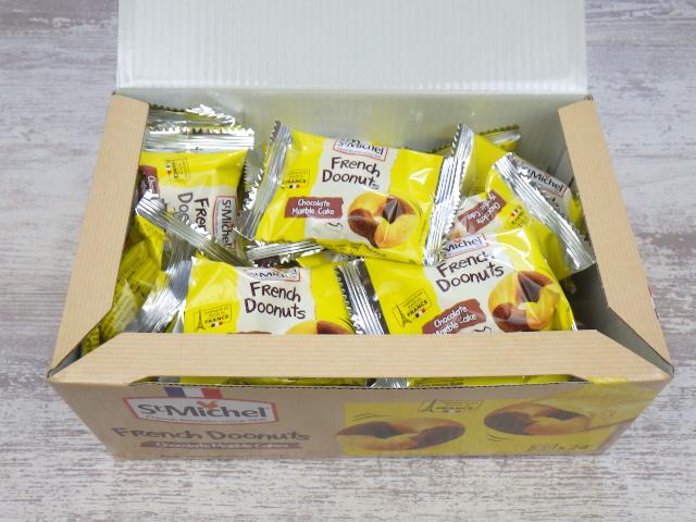 フレンチドーナッツの箱を開けた所
