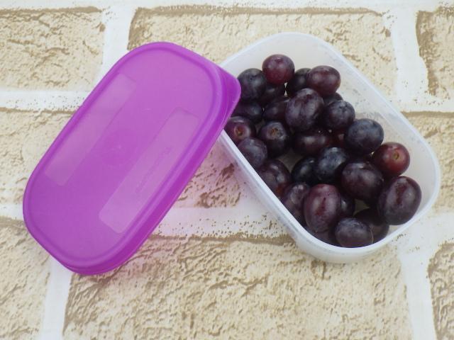 コストコのキャンディードリームグレープは蓋つき容器に入れて冷凍