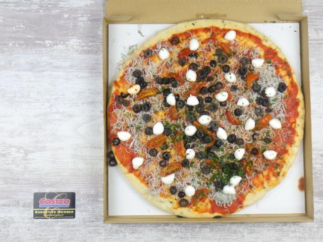 コストコの遠州しらすピザとコストコ会員証のサイズ比較