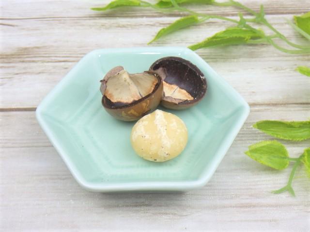 コストコの殻付きマカダミアナッツの殻をむいた様子