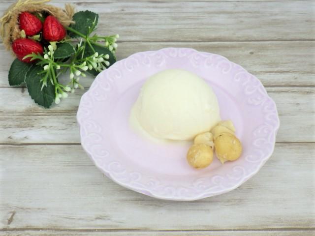コストコの殻付きマカダミアナッツのアイス添え
