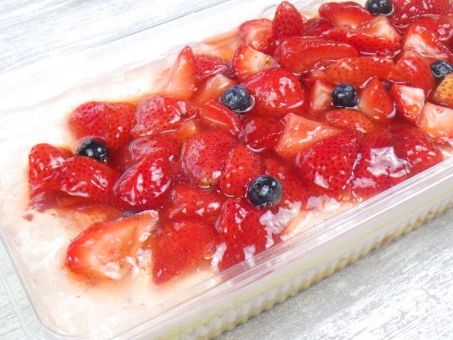 コストコのダブルストロベリーケーキの表面