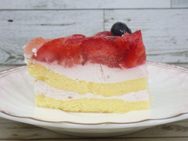 コストコのダブルストロベリーケーキの断面図