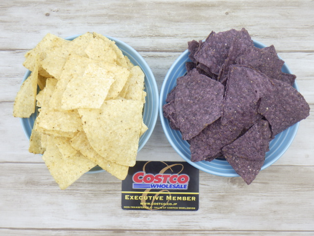 コストコのオーガニックブルーコーントルティーヤチップスとオーガニックホワイトコーントルティーヤチップスの比較