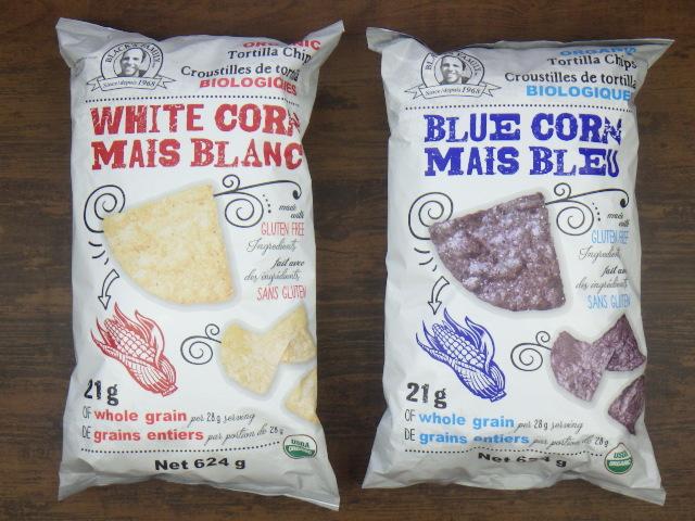 コストコのオーガニックブルーコーントルティーヤチップスとオーガニックホワイトコーントルティーヤチップスのパッケージ