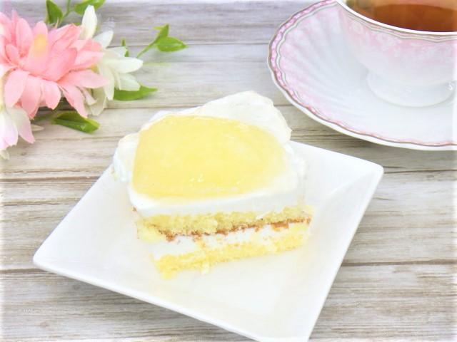 コストコの洋梨パンナコッタムースケーキの盛り付け