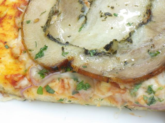 コストコのポルケッタピザのローストポークの薄さ