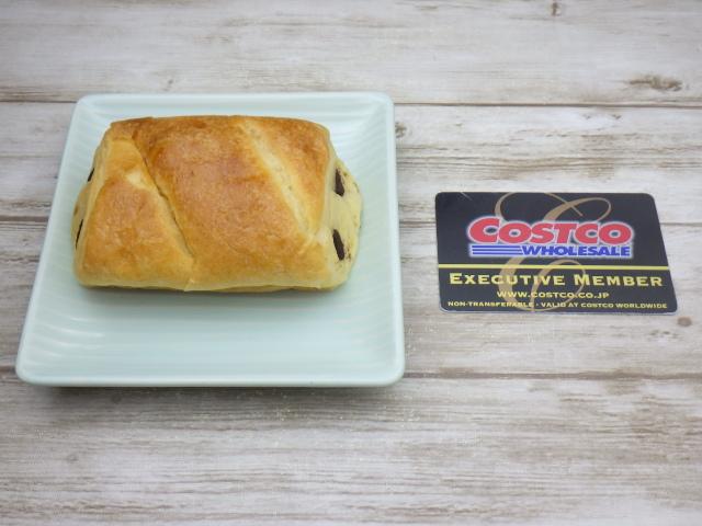 コストコのLa Fournee doreeバターパンオショコラ1個と会員証のサイズ比較
