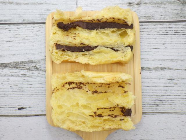コストコのLa Fournee doreeバターパンオショコラの断面図